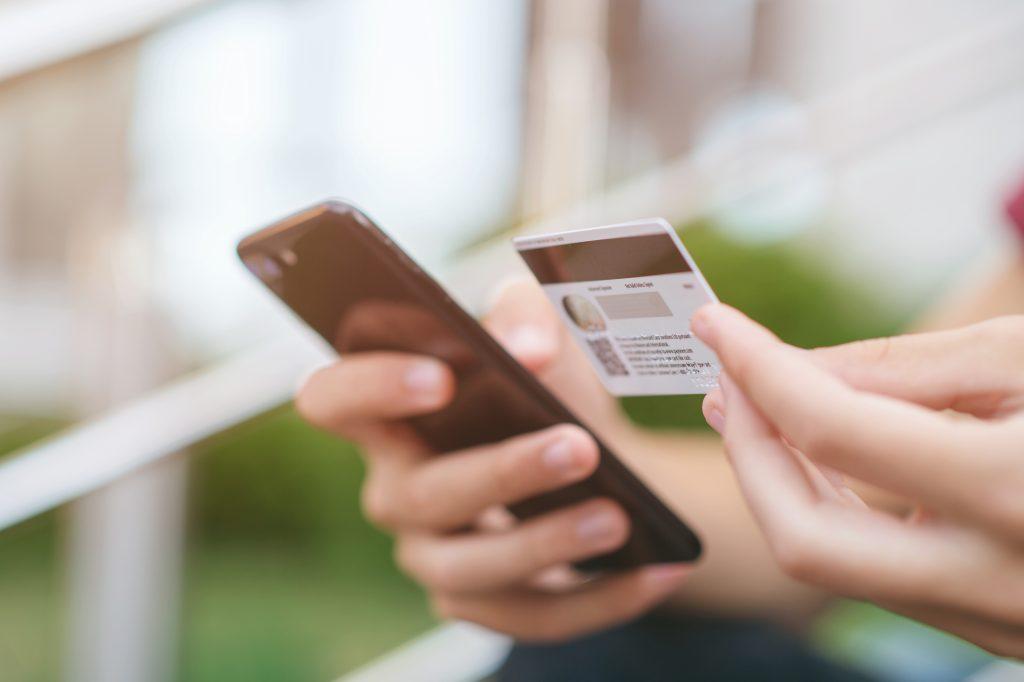 Social Commerce: Shopping on smartphone