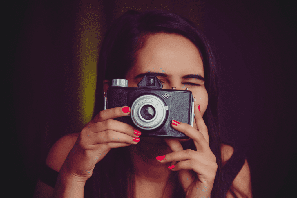 woman using disposable camera like the dispo app